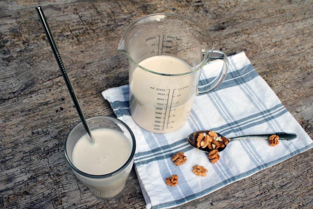 kako narediti domače orehovo mleko recept postopek