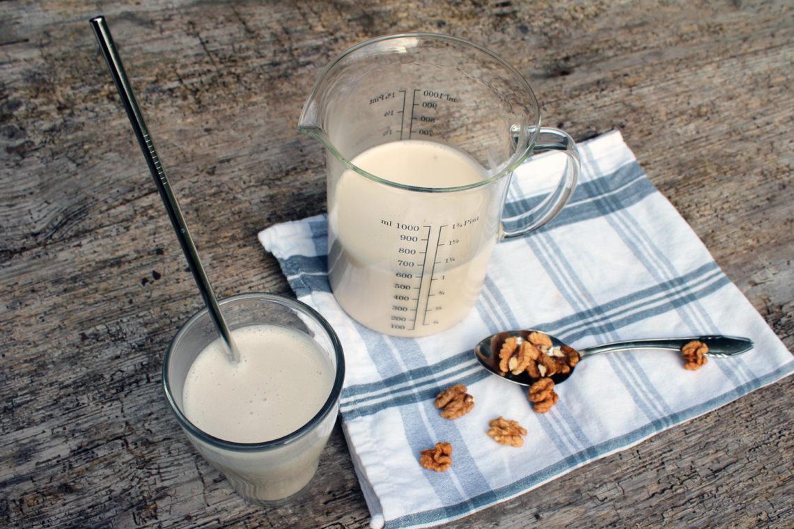 Domače orehovo mleko