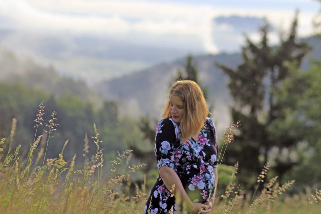 nosečnost družina starševstvo hiša ob gozdu