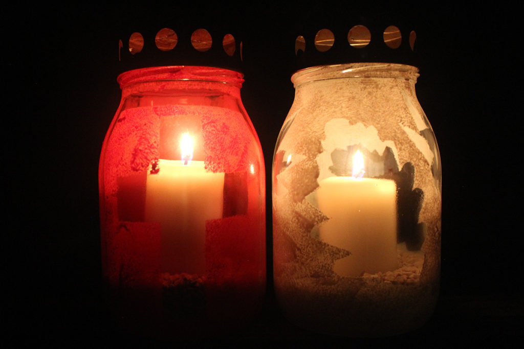 steklena nagrobna sveca sveča dekoracija prvi november brez plastike alternativa svečam